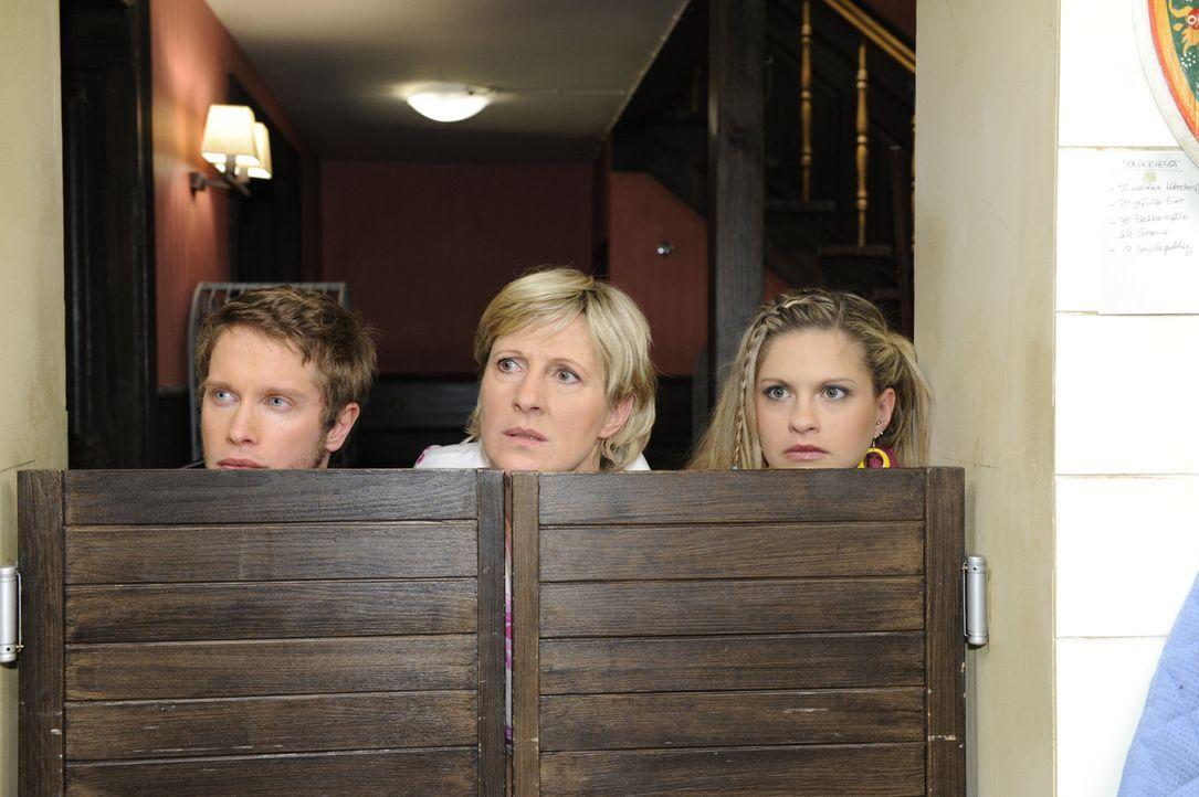 Auf Geisterjagd: (v.l.n.r.) Jojo (Bernhard Bozian), Susanne (Heike Jonca) und Mia (Josephine Schmidt) .. - Bildquelle: SAT.1