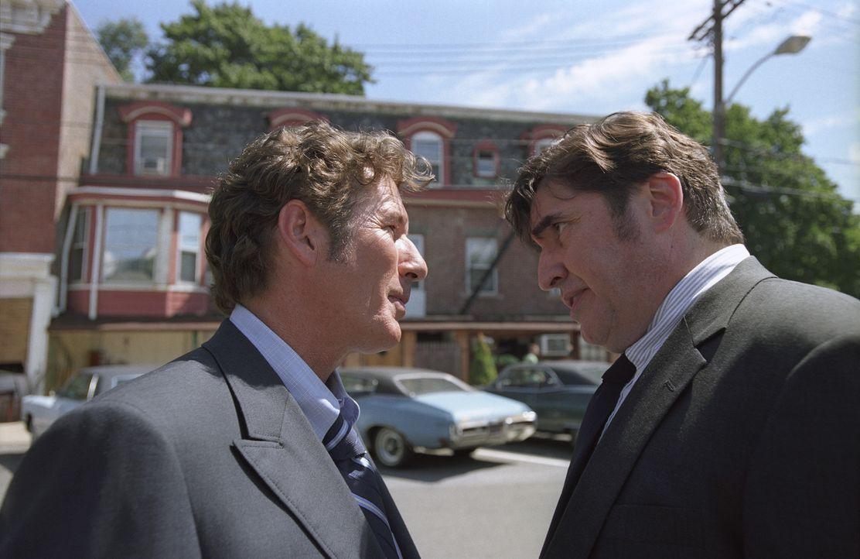 Stecken ganz schön in der Klemme: Dick Suskind (Alfred Molina, r.) und Clifford Irving (Richard Gere, l.) - Bildquelle: 2006 Miramax Films.