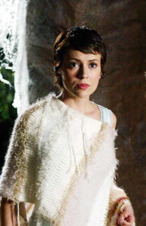 Seit Phoebe (Alyssa Milano) in einer Vision gesehen hat, dass sie einmal schwanger wird, jagt sie den Männern nach, um einen Vater für ihr zukünftig... - Bildquelle: Paramount Pictures.