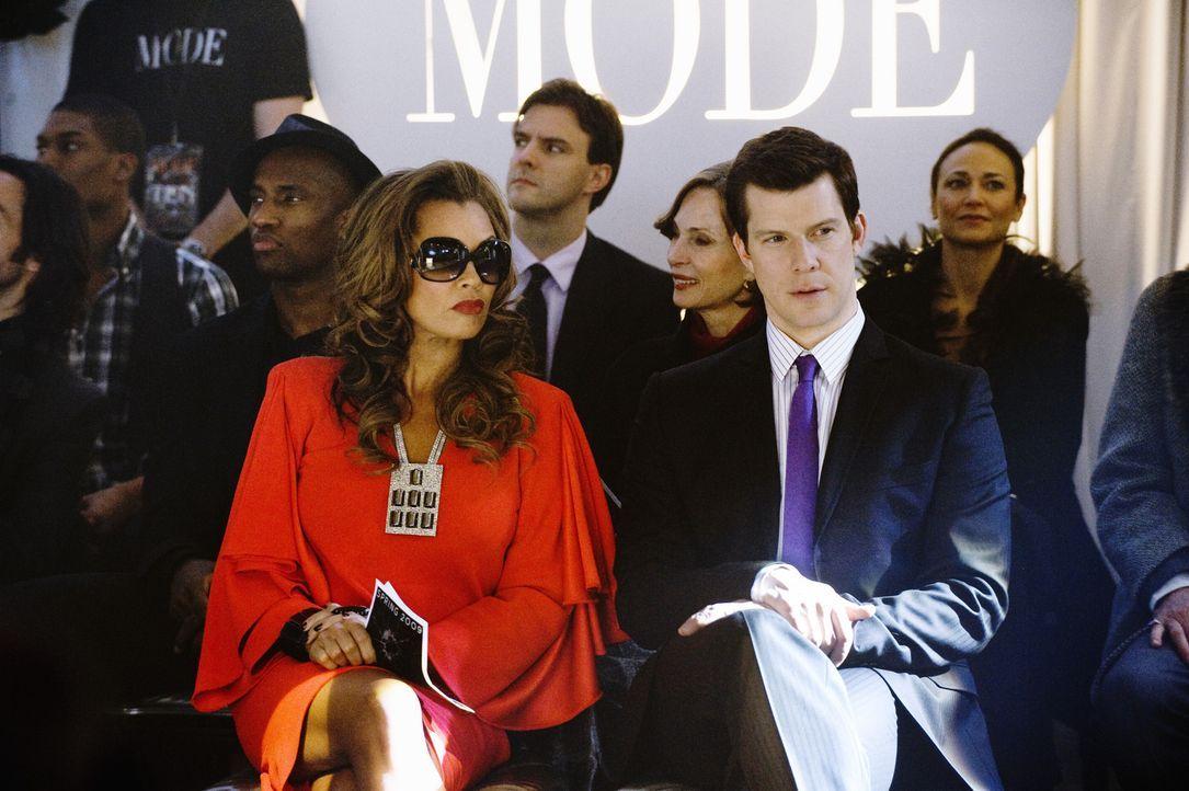 Daniel (Eric Mabius, r.) und Wilhelmina (Vanessa Williams, l.) sind unglaublich beeindruckt von Bettys Show ... - Bildquelle: 2008   ABC Studios