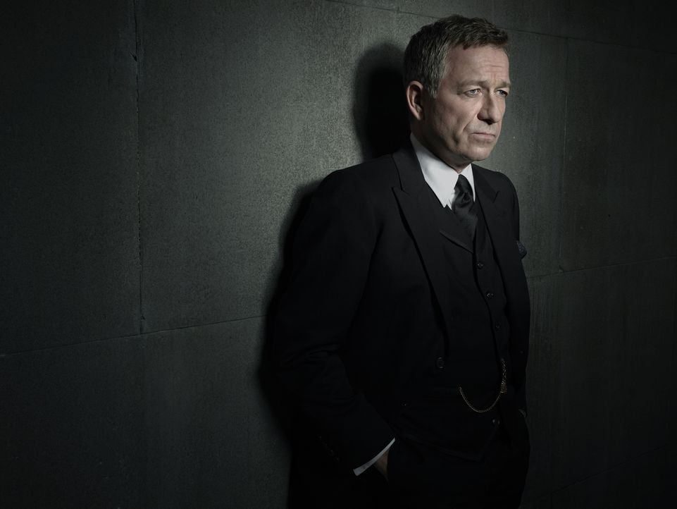 Alfred Pennyworth (Sean Pertwee) - Bildquelle: Warner Bros. Entertainment, Inc.