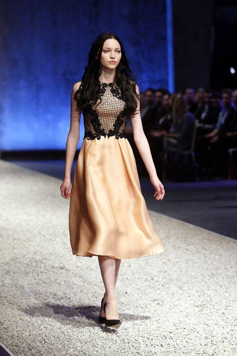 GNTM-Stf10-Epi03-Fashionshow-20-ProSieben-Richard-Huebner - Bildquelle: ProSieben/Richard Huebner