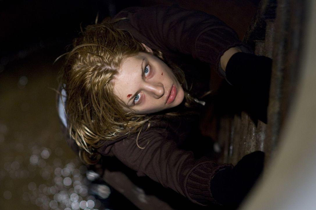 Auf der Flucht vor einer lebensgroßen Clownpuppe, die ihr nach dem Leben trachtet: Tabitha (Katheryn Winnick) ... - Bildquelle: 2009 Warner Bros.