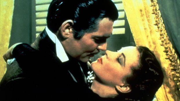 Obwohl ihr Rhett Butler (Clark Gable, l.) sein Herz zu Füßen legt, kann Scarl...