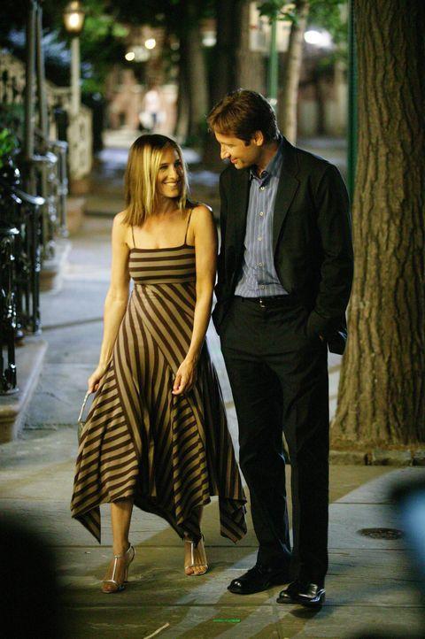 Als Carrie (Sarah Jessica Parker, l.) nach 20 Jahren ihre Highschool-Liebe Jeremy (David Duchovny, r.) wieder trifft, lässt sie keine Chance aus, i... - Bildquelle: Paramount Pictures