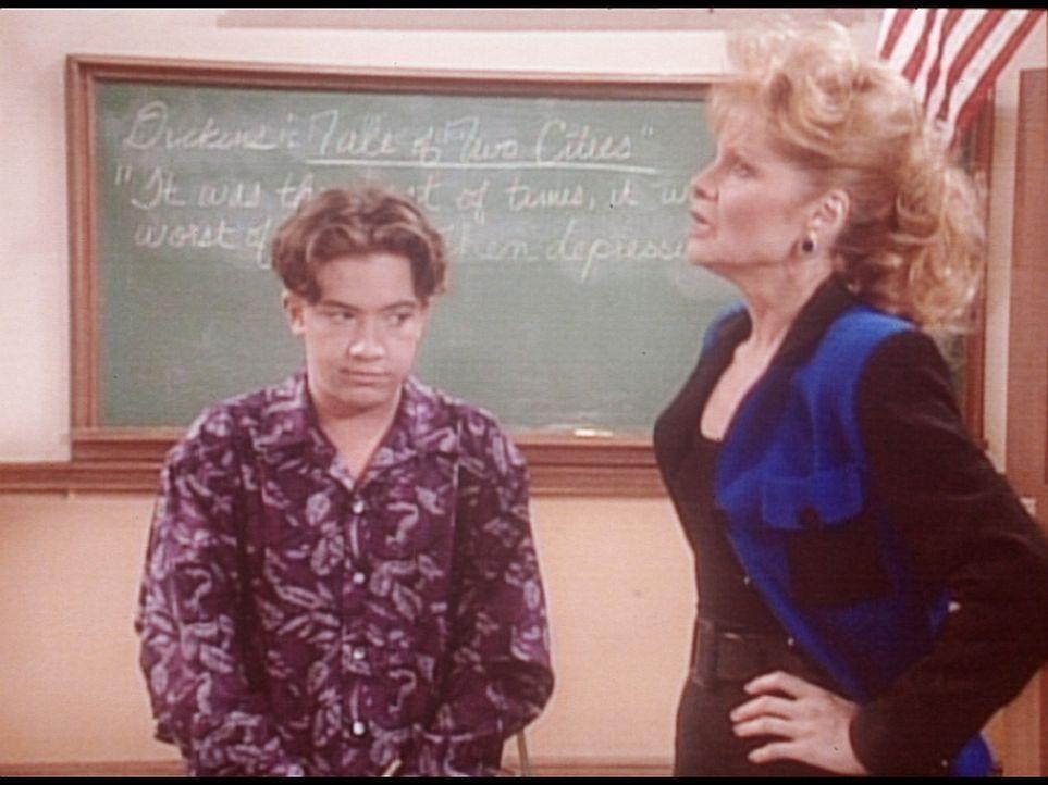 Bud (David Faustino, l.) glaubt, seine Lehrerin Mrs. McGowen (Linda Gibboney, r.) sei in ihn verliebt. - Bildquelle: Columbia Pictures