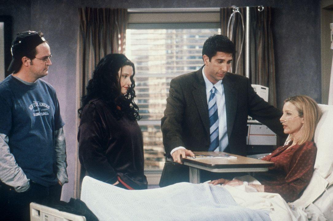 Was wäre wenn: Die erfolgreiche Brokerin an der Wallstreet, Phoebe (Lisa Kudrow, r.), liegt nach einer Herzattacke im Krankenhaus. Chandler (Matthe... - Bildquelle: TM+  2000 WARNER BROS.