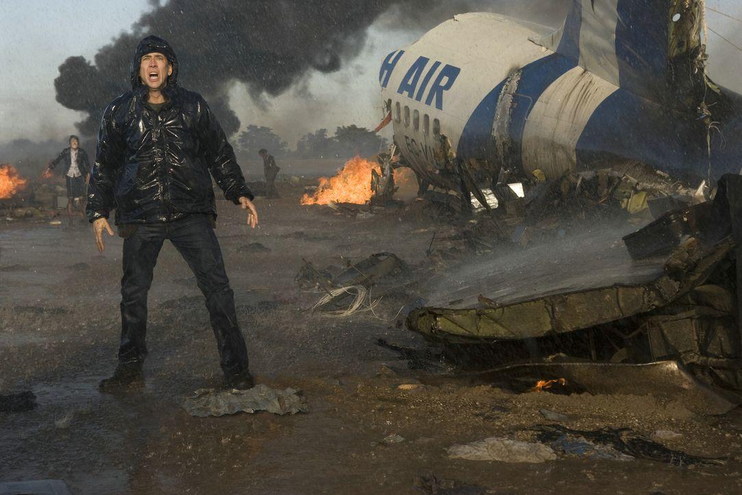 Nach einem Flugzeugabsturz muss der alleinerziehende Astrophysiker John Koestler (Nicolas Cage) feststellen, dass auch die Opferzahl dieses Unglücks... - Bildquelle: 2009 Summit Entertainment, LLC.  All Rights Reserved