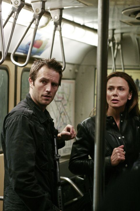 Sind die letzte Hoffnung um die Erde zu retten: Vaughn (Michael Vartan, l.), Sydney, Jack (und Irina (Leno Olin, r.) ... - Bildquelle: Touchstone Television