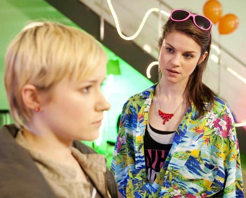 Emma kränkt Jenny, als sie zugibt, nicht wegen ihr gekommen zu seinen ... - Bildquelle: David Saretzki - Sat1