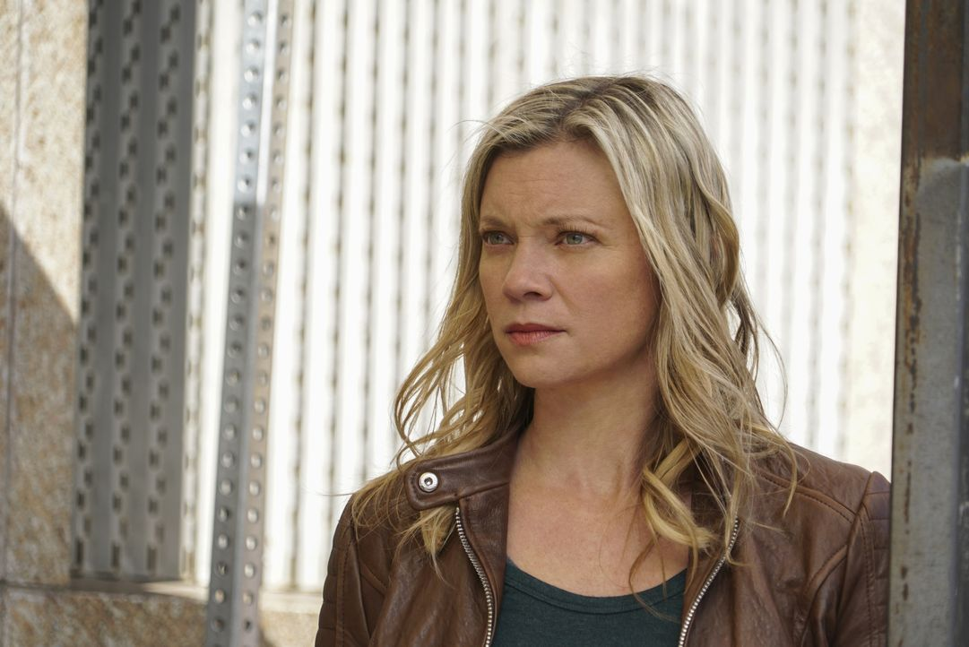 Dawn (Amy Smart) glaubt nicht an einen Unfall, sondern vermutet einen Mordanschlag auf ihren CIA-Chef ... - Bildquelle: Annette Brown Annette Brown/CBS   2018 CBS Broadcasting, Inc. All Rights Reserved.