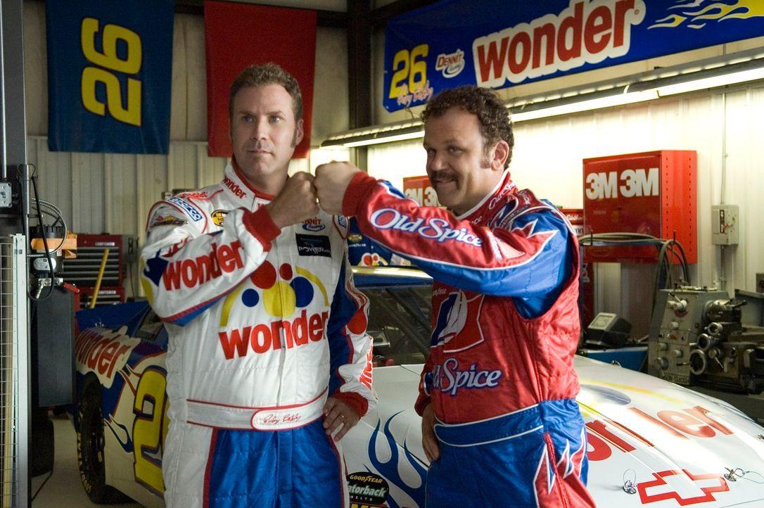 Während Ricky Bobby (Will Ferrell, l.) schnell großen Ruhm als Nascar-Rennfahrer einfährt, spielt sein bester Freund Cal (John C. Reilly, r.) immer... - Bildquelle: Copyright   2006 Sony Pictures Television International.