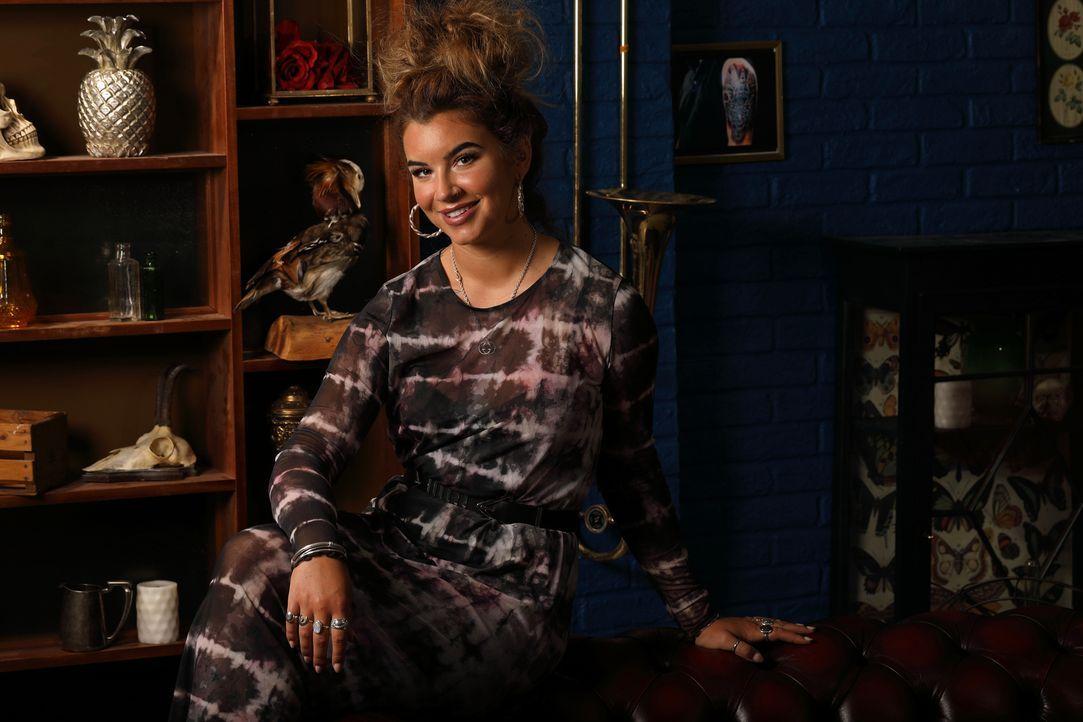 (4. Staffel) - Alice möchte ihren Kunden mit einem Cover Up Tattoo wieder ein Lächeln ins Gesicht zaubern. - Bildquelle: Studio Lambert & all3media international
