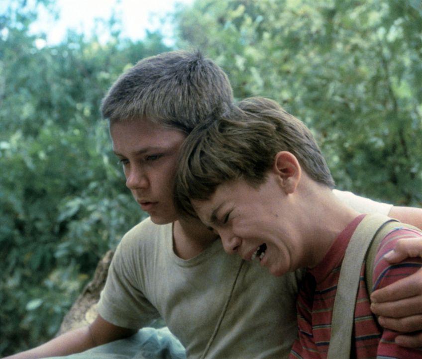 Mehr als einmal muss Chris (River Phoenix, l.) seinen Freund Gordie (Wil Wheaton, r.) trösten ... - Bildquelle: Columbia Pictures