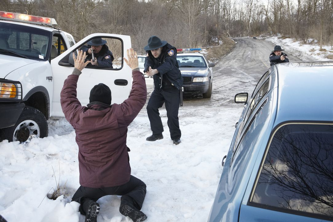 Als einer der Einbrecher die Kontrolle über den Fluchtwagen verliert, greift die Polizei sofort ein. Doch für drei Familienmitglieder kommt jede Hil... - Bildquelle: Ian Watson Cineflix 2014