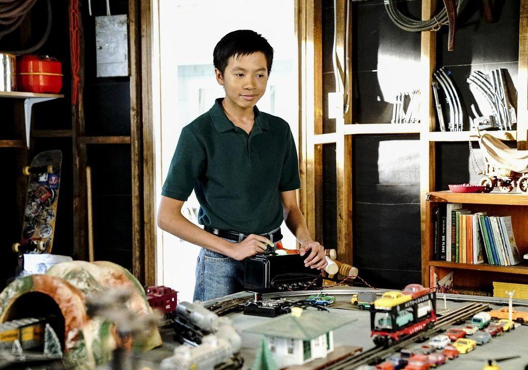 Wie sehr wird es Tam (Ryan Phuong) berühren, sollte Sheldon wirklich die Schule wechseln und nach Dallas ziehen? - Bildquelle: Warner Bros.