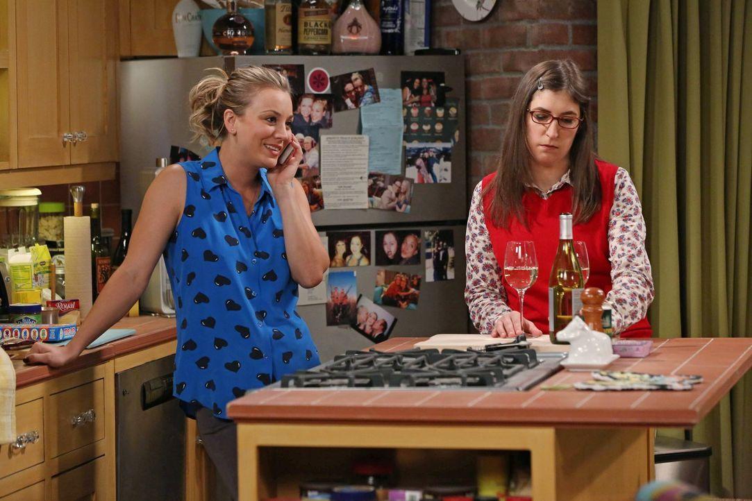 Frauen-Abend: Amy (Mayim Bialik, r.) und Penny (Kaley Cuoco, l.) ... - Bildquelle: Warner Brothers