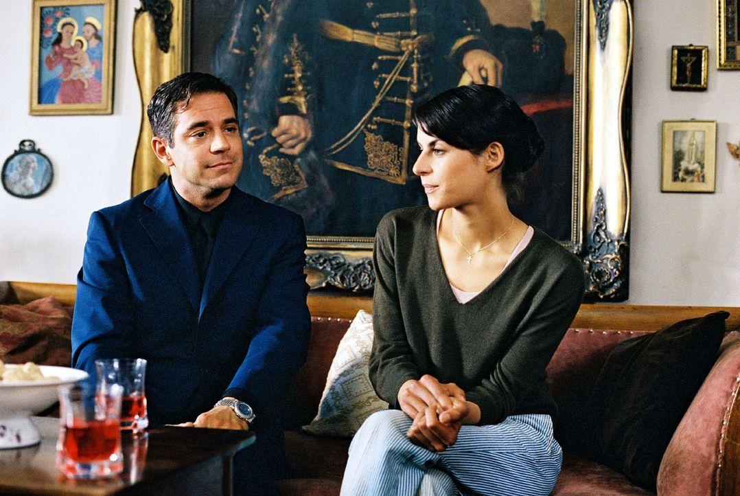 Maria (Liane Forestieri, r.) ist überhaupt nicht begeistert von den Verkupplungsversuchen ihrer Mutter. Zudem ist ihr Riccardo Rizzi (Florian Fitz,... - Bildquelle: Walter Wehner Sat.1