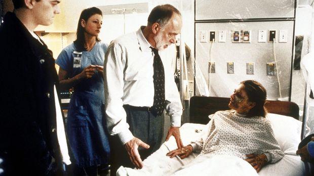 Die 16-jährige Joyce (Kirsten Dunst, r.) ist von einer merkwürdigen Krankheit...