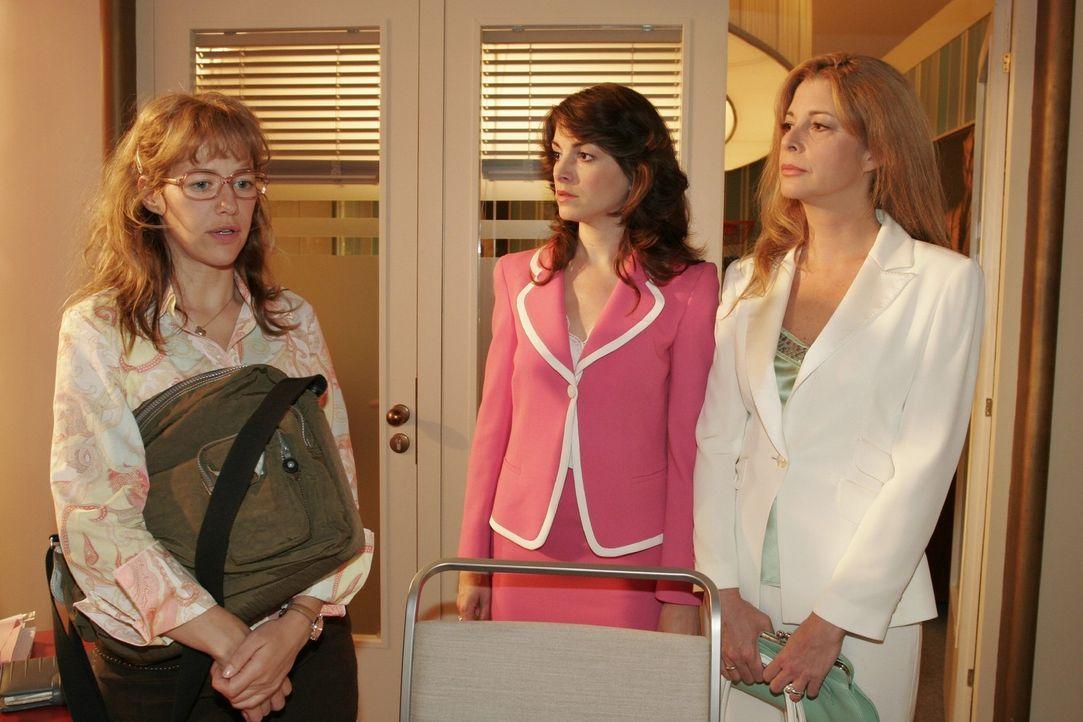 Mariella (Bianca Hein, M.) und Laura (Olivia Pascal, r.) werden von Lisa (Alexandra Neldel, l.) in ihren schlimmsten Befürchtungen bestätigt: David... - Bildquelle: Monika Schürle Sat.1