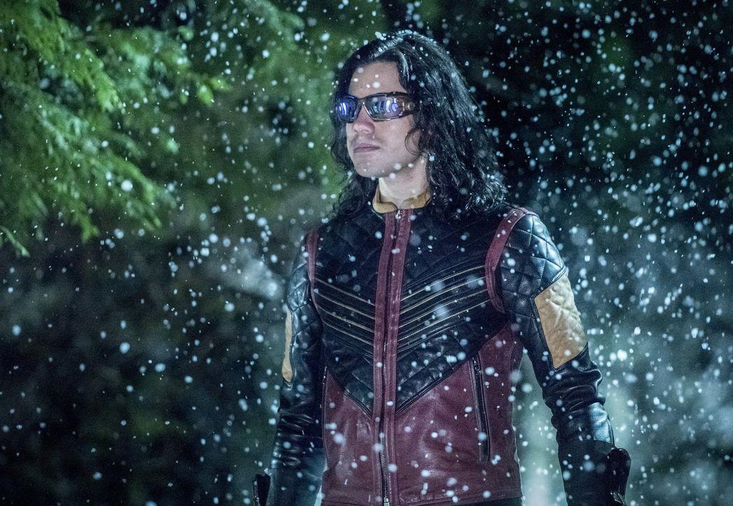 Muss Cisco alias Vibes (Carlos Valdes) sich wirklich einem Kampf mit seiner besten Freundin Caitlin alias Killer Frost stellen? - Bildquelle: 2016 Warner Bros.