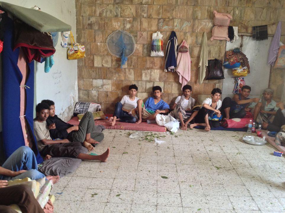 Jemen ist eines von vier Ländern weltweit, in denen die Todesstrafe auch über Jugendliche verhängt wird. Gemeinsam mit Anwalt Hafedh Ibrihim, besuch... - Bildquelle: Quicksilver Media 2012