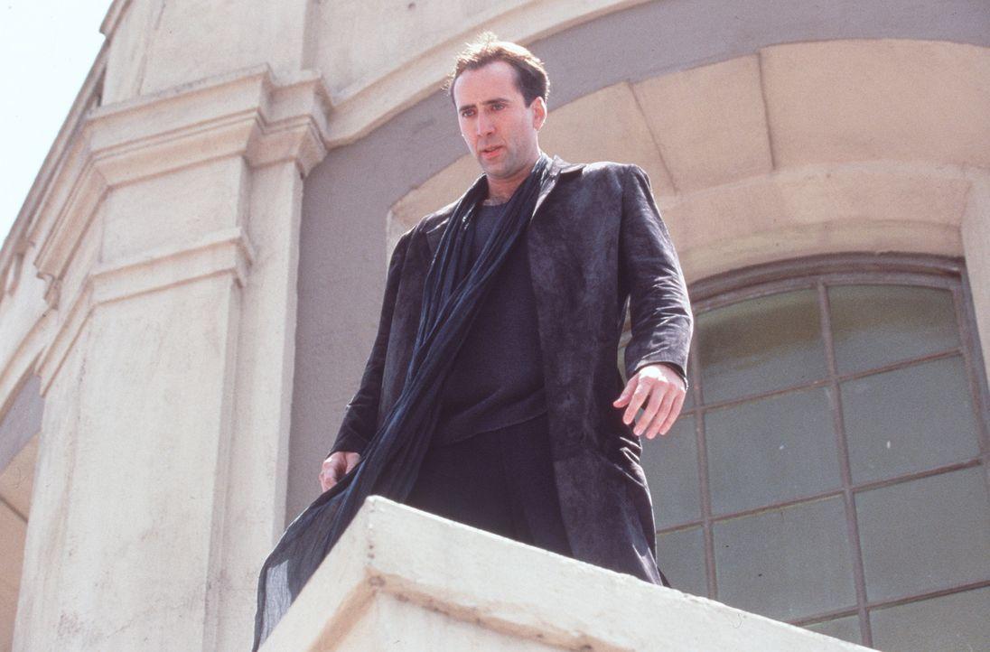 Der unsterbliche Engel Seth (Nicolas Cage) wacht als einer von mehreren Schutzengeln über der Stadt der Engel, Los Angeles. Eines Tages fällt ihm di... - Bildquelle: Warner Bros.