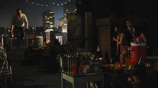 Marshall (Jason Segel, l.), Barney (Neil Patrick Harris, 2.v.r.), Lily (Alyso...