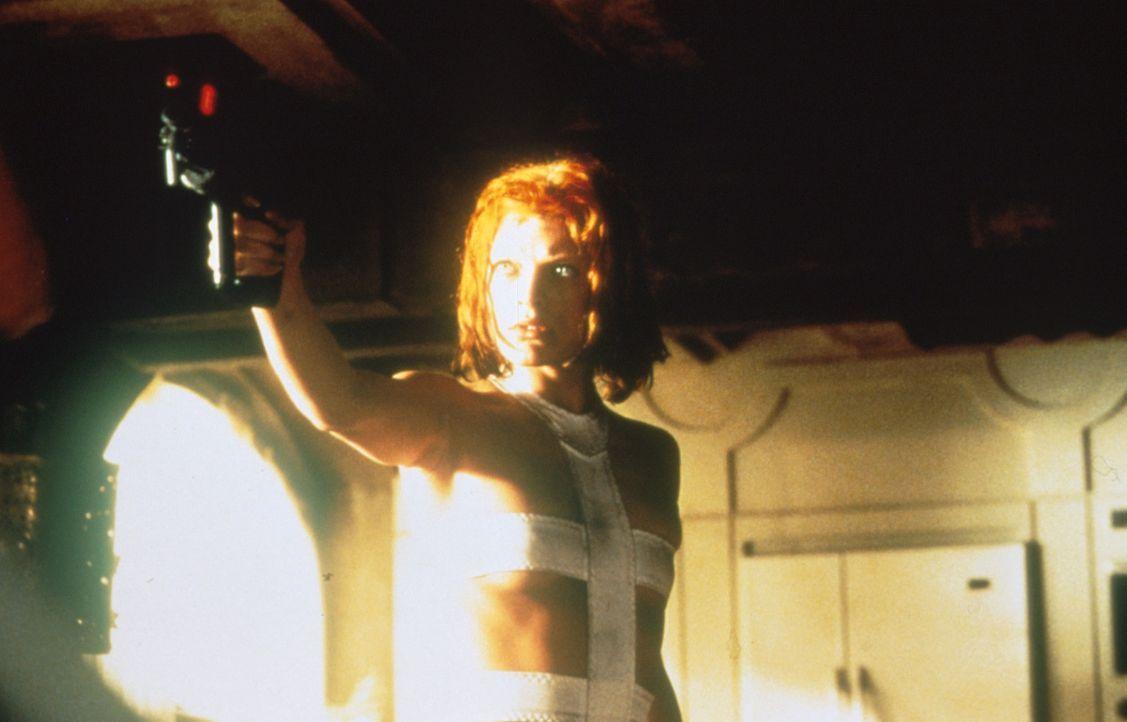 Um den monströsen Anti-Materie-Kometen aufhalten zu können, muss Leeloo (Milla Jovovich) vier Steine, die Symbole der vier antiken Elemente Feuer, E... - Bildquelle: Tobis Filmkunst