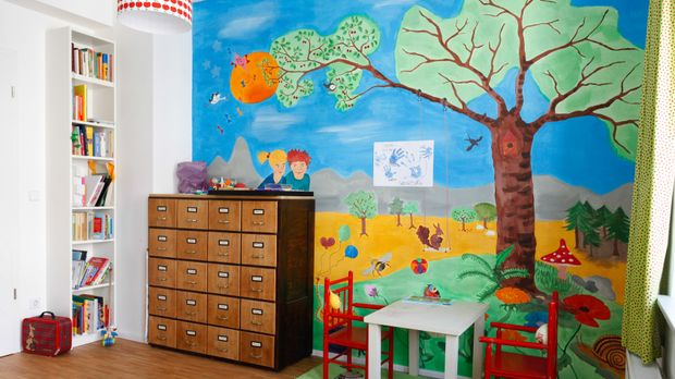 kinderzimmer wandgestaltung nach individueller vorlage. Black Bedroom Furniture Sets. Home Design Ideas