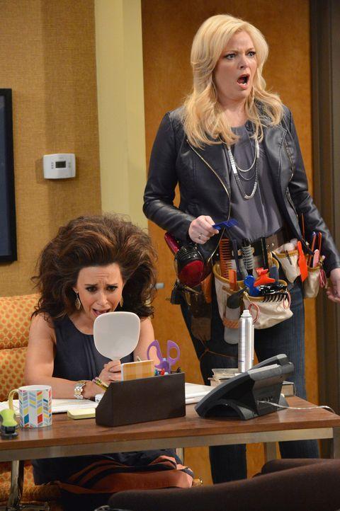 Bonnie (Melissa Peterman, r.) plant, eine Ausbildung zur Friseurin zu machen. Doch was wird Amy (Lacey Chabert, l.) dazu sagen? - Bildquelle: Eric McCandless ABC Family