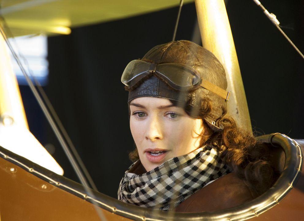 Als sich von Richthofen in die attraktive Krankenschwester Käte (Lena Headey) verliebt, öffnet sie ihm die Augen, dass Krieg alles andere als ein... - Bildquelle: Warner Bros. Television