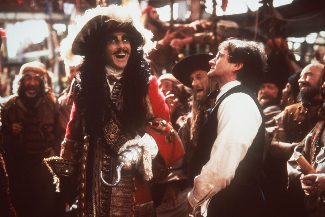 Siegessicher: Noch glaubt Captain Hook (Dustin Hoffman, l.), Peter Banning (Robin Williams, r.) ganz locker besiegen zu können ... - Bildquelle: Copyright   1991 TriStar Pictures, Inc. All Rights Reserved.