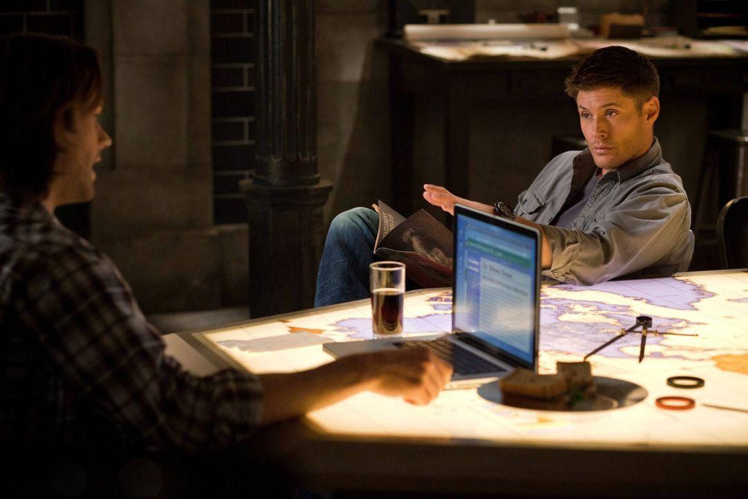 Als Sam (Jared Padalecki, l.) und Dean (Jensen Ackles, r.) einer Menge mysteriöser Todesfälle auf den Grund gehen wollen, erkennen sie schnell, dass... - Bildquelle: Warner Bros. Television