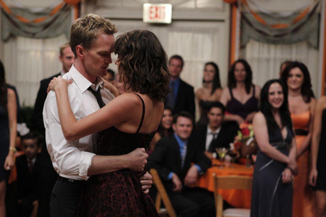 Rückblende an Punchys bzw. die schlimmste Hochzeit, auf der sie je waren: Robin (Cobie Smulders, vorne r.) und Barney (Neil Patrick Harris, vorne l... - Bildquelle: 20th Century Fox International Television