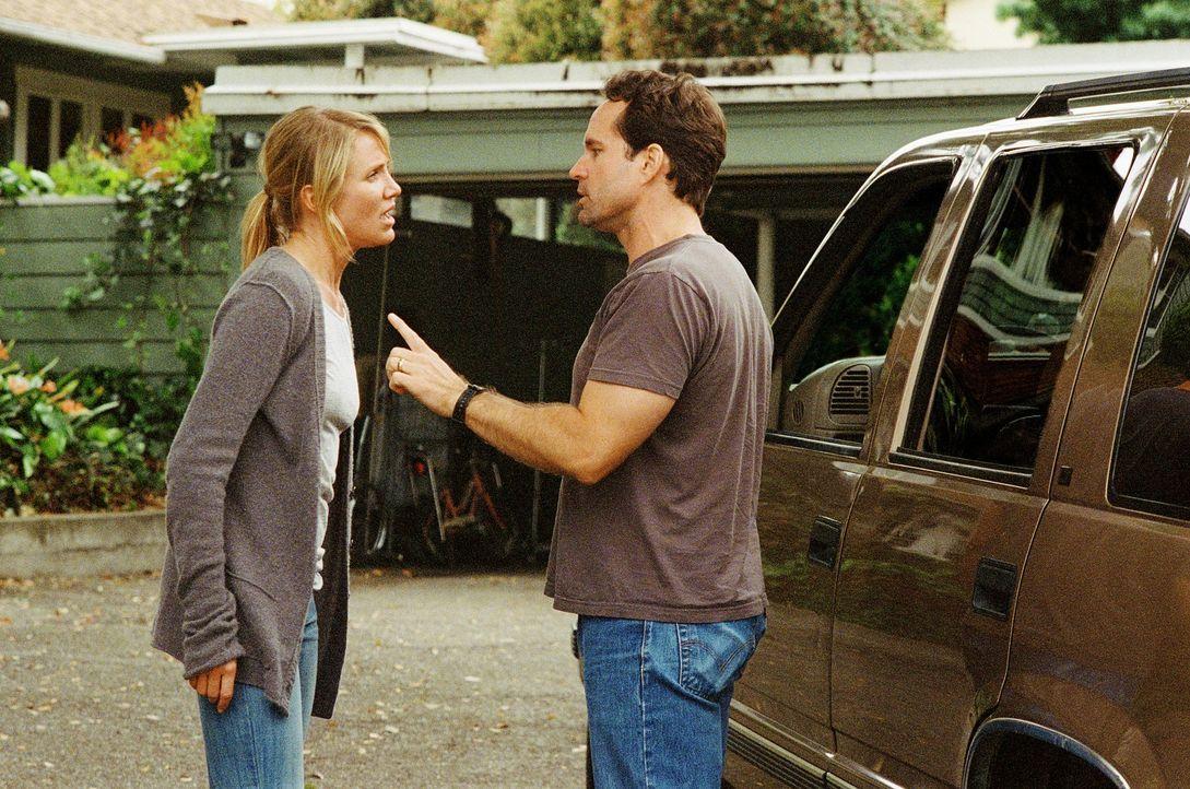 Brian (Jason Patric, r.) und Sara Fitzgerald (Cameron Diaz, l.) und ihre zwei Kinder Kate und Jesse leben ein unbeschwertes Leben, bis ein Arzt eine... - Bildquelle: Warner Brothers