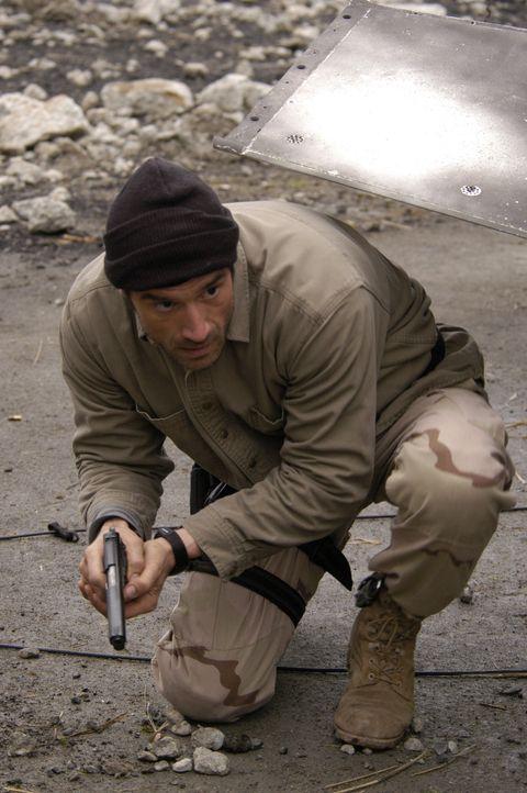 Mike McKay (Elias Koteas) hat den Kontakt zu seinem Vorgesetzten abgebrochen und ermittelt nun allein. - Bildquelle: Universal Studios