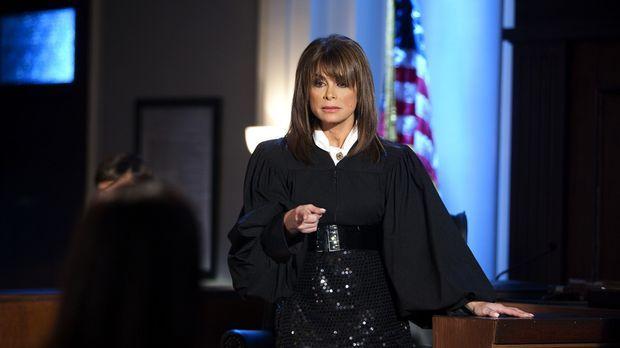 Zeigt Jane (Brooke Elliott, l.), wie man sich richtig kleidet: die allwissend...