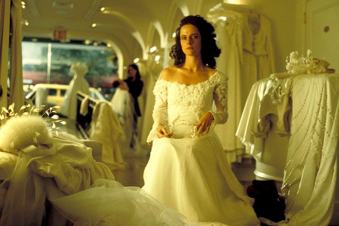 Schon bald soll der schönste Tag in Evas (Claudia Michelsen, M.) Leben sein: In Las Vegas will sie endlich ihren Freund Joachim heiraten. Doch der h... - Bildquelle: Norm Shrewsbury ProSieben