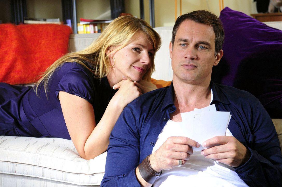 Claudia (Sophie Schütt, l.) und Martin (Ralf Bauer, r.) schwelgen in Erinnerungen und kommen sich langsam wieder näher ... - Bildquelle: Christiane Pausch Sat.1