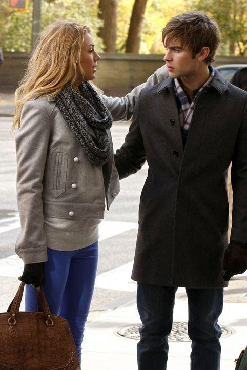 """""""Er kriegt sich wieder ein"""", beruhigt Nate (Chace Crawford, r.) Serena (Blake Lively, l.), als er merkt, wie sehr sie die ganze Sache berührt. - Bildquelle: Warner Brothers"""
