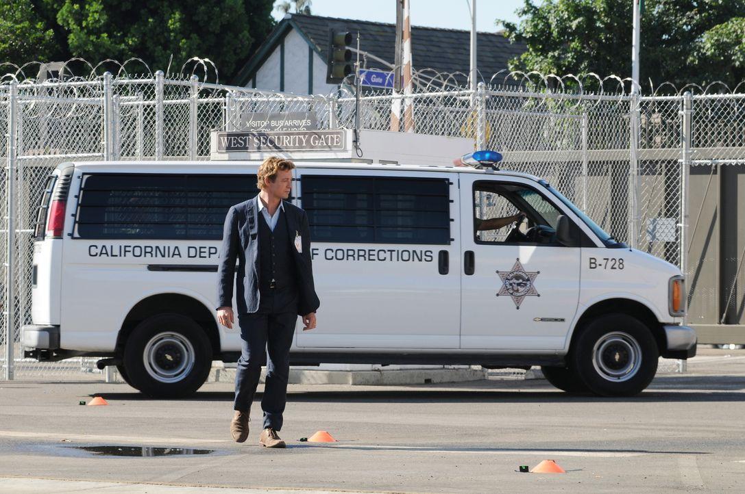 Steht vor einer schwierigen Entscheidung: Patrick Jane (Simon Baker) ... - Bildquelle: Warner Bros. Television