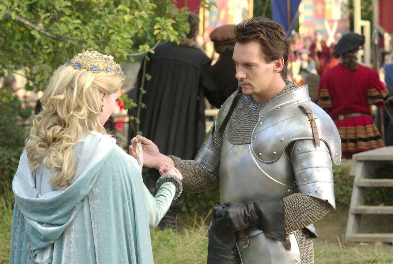 Lady Jane (Anita Briem, l.) gewährt dem König (Jonathan Rhys Meyers, r.) während eines Turniers, ein Pfand von ihr zu tragen ... - Bildquelle: 2008 TM Productions Limited and PA Tudors II Inc. All Rights Reserved.