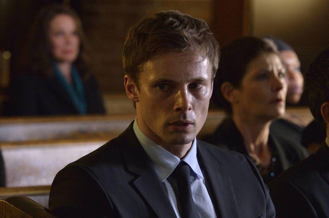 Nicht nur der Tod von Kelly macht Damien (Bradley James) zu schaffen, sondern auch viele seltsame Vorkommnisse, die schließlich sogar in einem tödli... - Bildquelle: Ben Mark Holzberg 2016 A&E Television Network, LLC. All rights reserved.