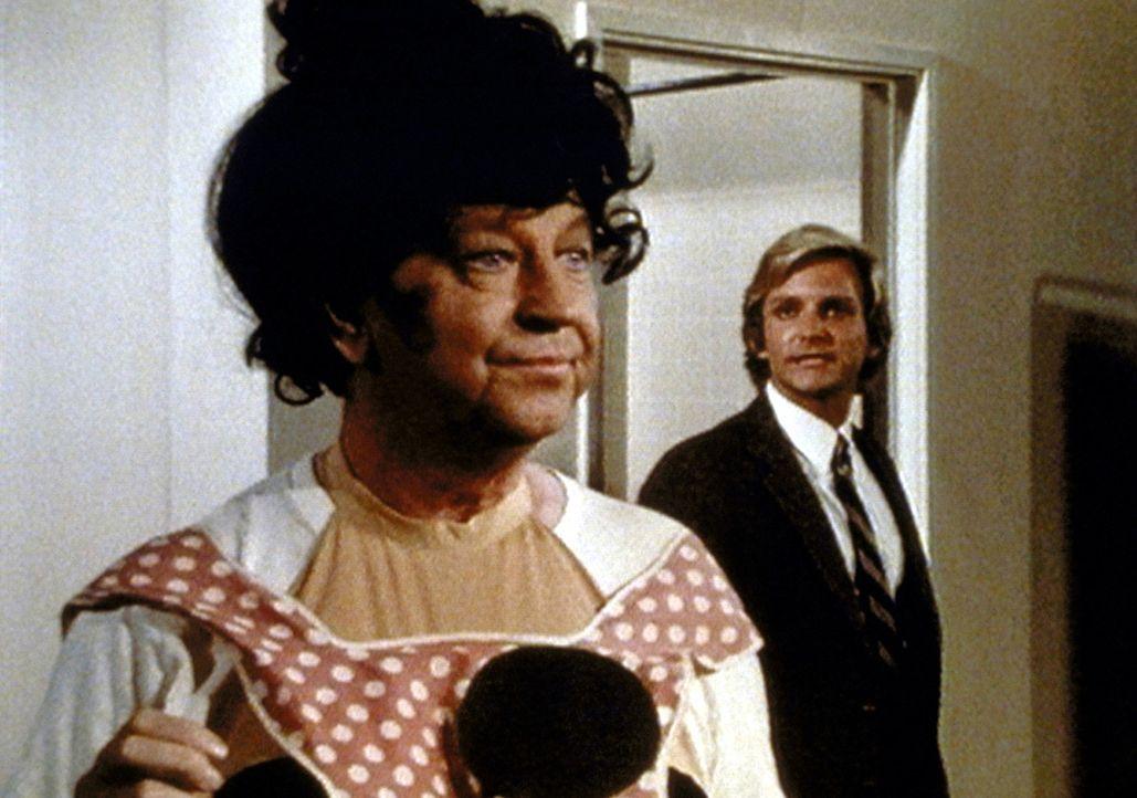 Rhett (Eric Douglas, r.) ist verärgert über seinen Vater Jackie (Donald O'Connor, l.), der sich immer in den Vordergrund spielen muss. - Bildquelle: Worldvision Enterprises, Inc.