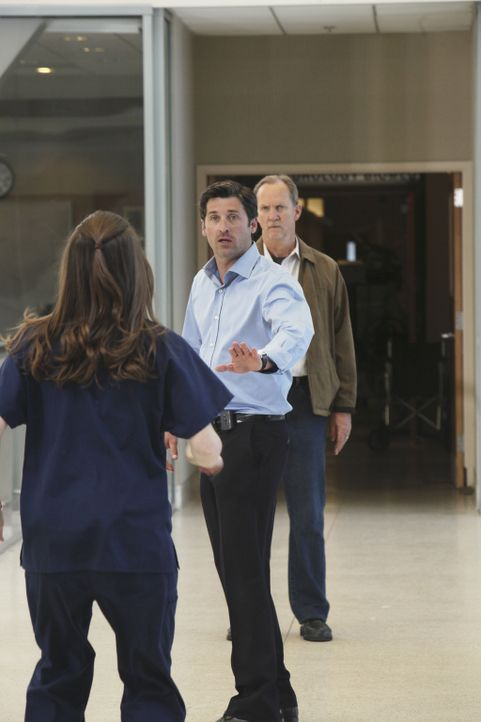 Das schreckliche Ereignis im Krankenhaus hat noch kein Ende: Mr. Clark (Michael O'Neill, r.) möchte sich an Derek (Patrick Dempsey, M.) rächen, doch... - Bildquelle: Touchstone Television