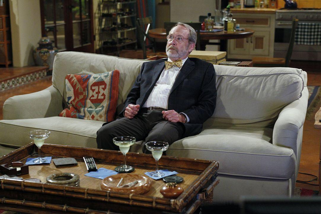 Charlie und Alan laden Charlies drogensüchtigen Apotheker Russell (Martin Mull) zum Abendessen ein, um ihre Mutter mit ihm zu verkuppeln. Doch ob d... - Bildquelle: Warner Bros. Television