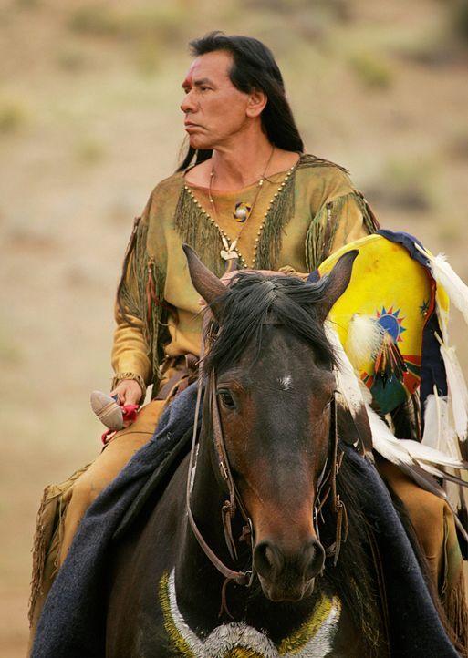 Buffalo Hump (Wes Studi) will seine letzte Reise antreten, aber sein Sohn will ihn nicht in Frieden gehen lassen ... - Bildquelle: 2006 CBS Broadcasting Inc. All Rights Reserved.
