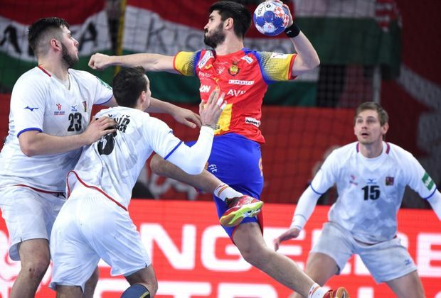Spanier spielen überlegen gegen die Tschechen