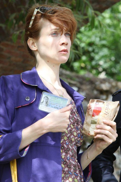Chloé (Odile Vuillemin) macht sich auf die Suche nach der Identität einer Frauenleiche, doch sie scheint nicht die einzige zu sein, die danach forsc... - Bildquelle: 2011 BEAUBOURG AUDIOVISUEL